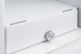 FF7ADA Refrigerator Detail